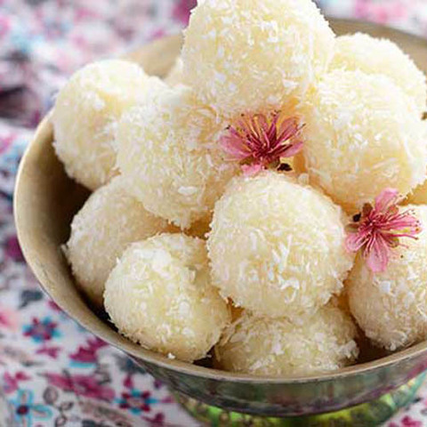 https://static12.insales.ru/images/products/1/975/48022479/coconut_ladoo.jpg